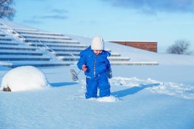 bambino-sulla-neve