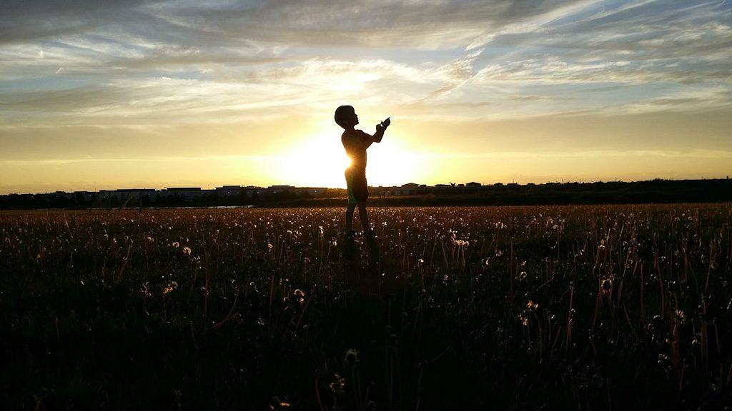 bambino-tramonto
